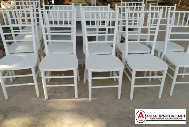 Kursi Tiffany putih
